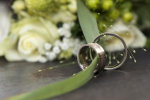Bruiloft fotografie Limburg Huwelijks fotografie kasteel Wolfrath ringen